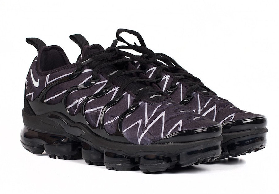 NIKE AIR VAPORMAX PLUS COVERED IN ZIG-ZAG PRINT